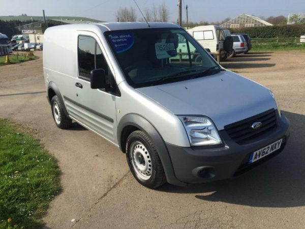 FORD TRANSIT CONNECT LOW ROOF SWB (1)